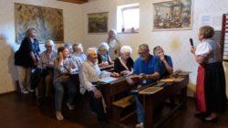 """Unsere """"Schülergruppe"""" lauschte den Ausführungen von Fr. Brigitte Obenhin"""